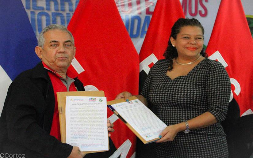 MARENA y Una firman convenio