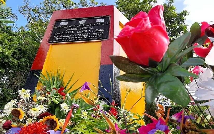 Homenajean con ofrenda floral Gesta Heroica del 13 de octubre