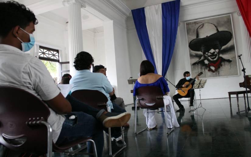 Escuela Luis Abraham Delgadillo celebra Día Internacional de la Guitarra