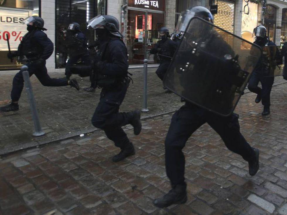 40 policías resultan heridos tras realizar un desalojo en una colonia de Berlín