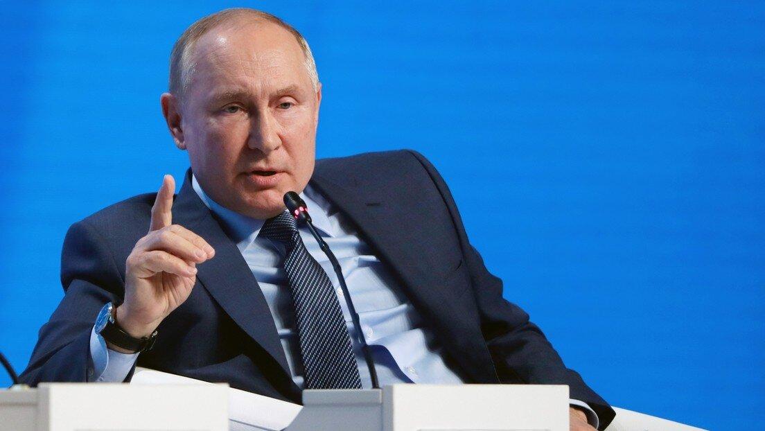 Putin afirma que EEUU comete un error al utilizar el dólar como sanción